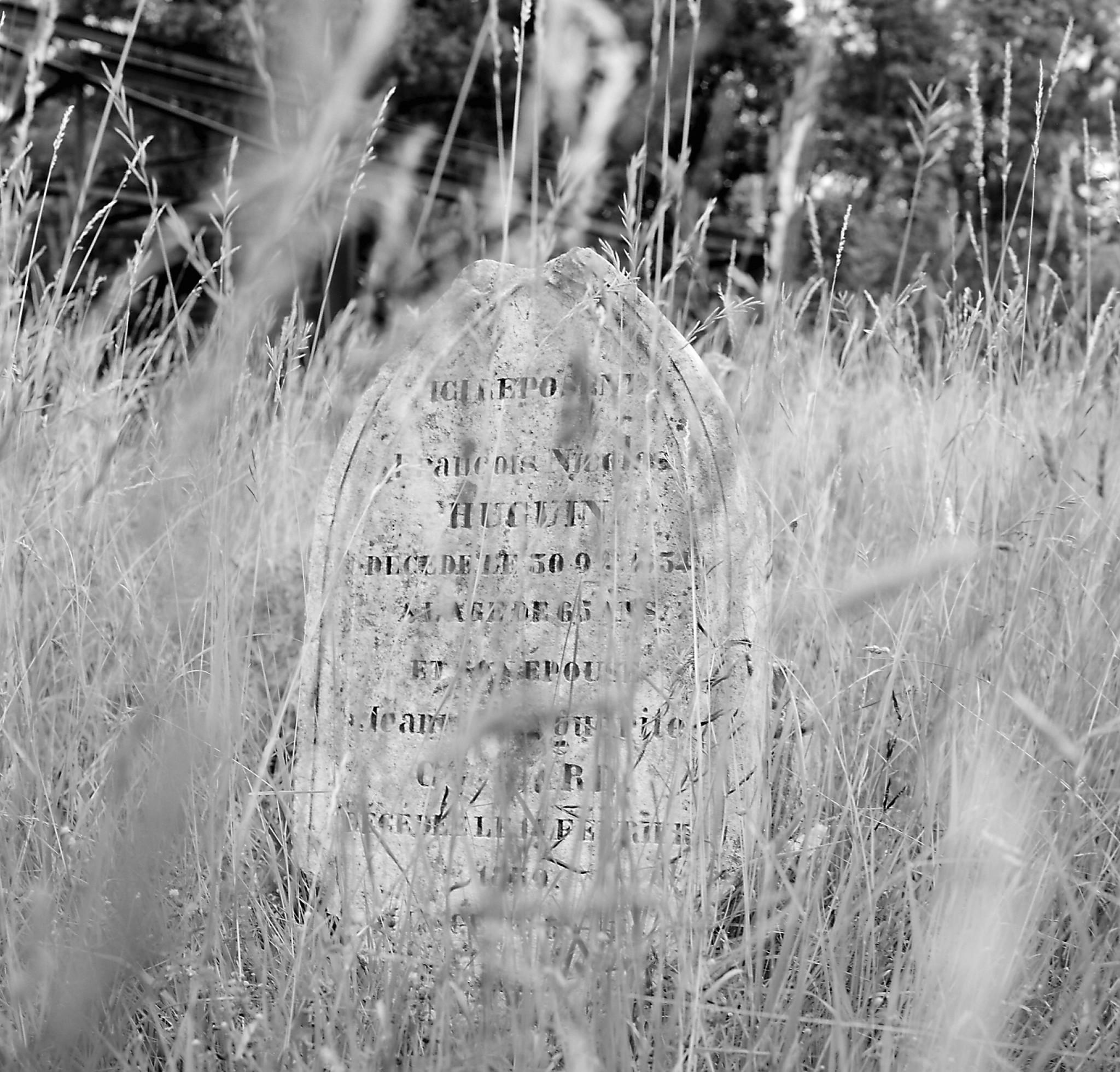 Tombe ancienne, village de Mesnils les Hurlus