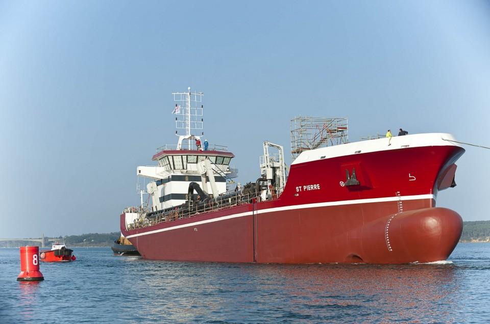 mise à l'eau du Sablier St Pierre au chantier naval STX de Lorient